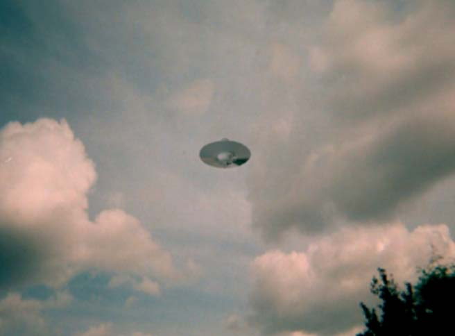 ufos and aliens. UFOs and Aliens Do you Believe