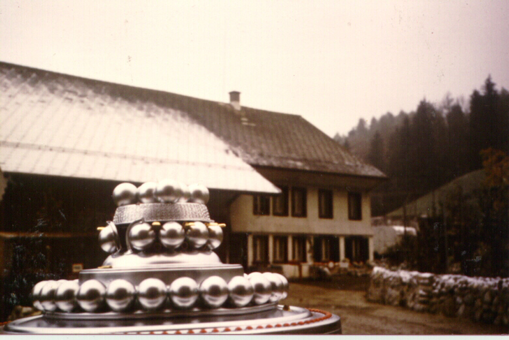 Wedding_Cake_infront_house_highrL.jpg